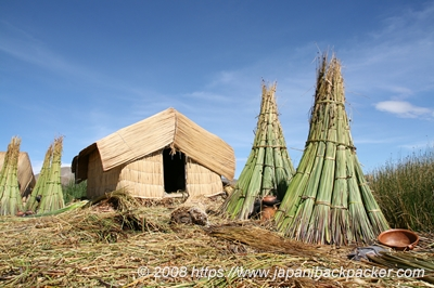 ウロス島の藁の家