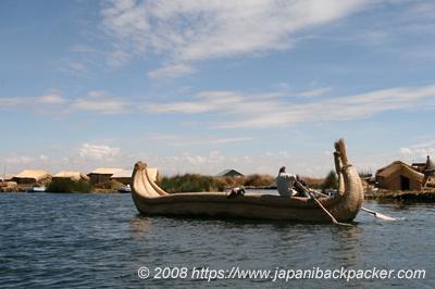 ウロス島の藁ボート