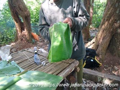 バナナの葉で皿作成