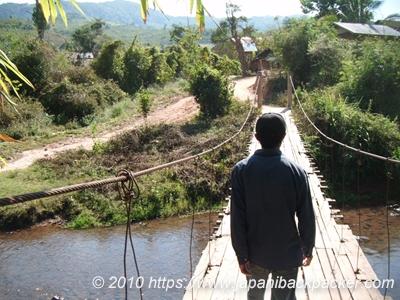 ラオスのつり橋