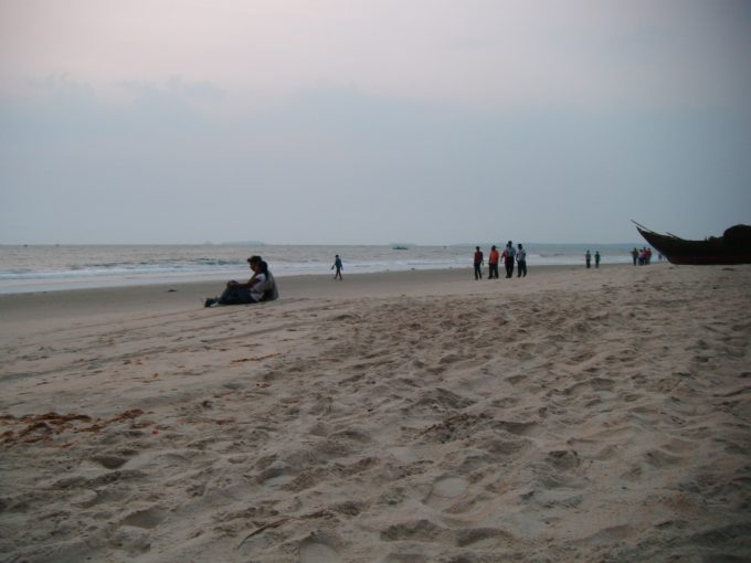 コヴァーラムビーチのインド人カップル