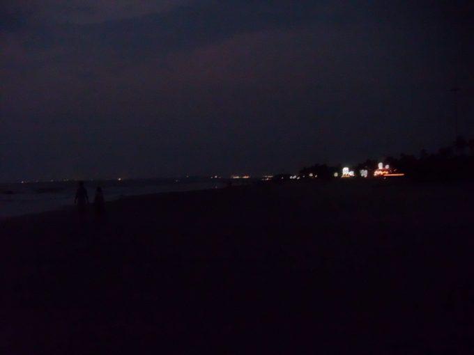 夜のコヴァーラムビーチ