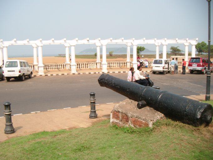 コヴァーラム・ビーチの大砲