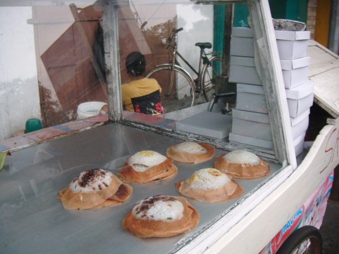 ジャワ島ソロのココナッツ菓子