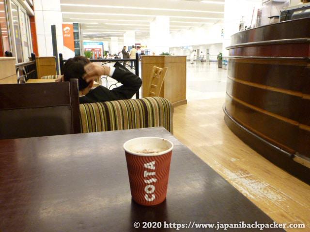 デリー空港のカフェ
