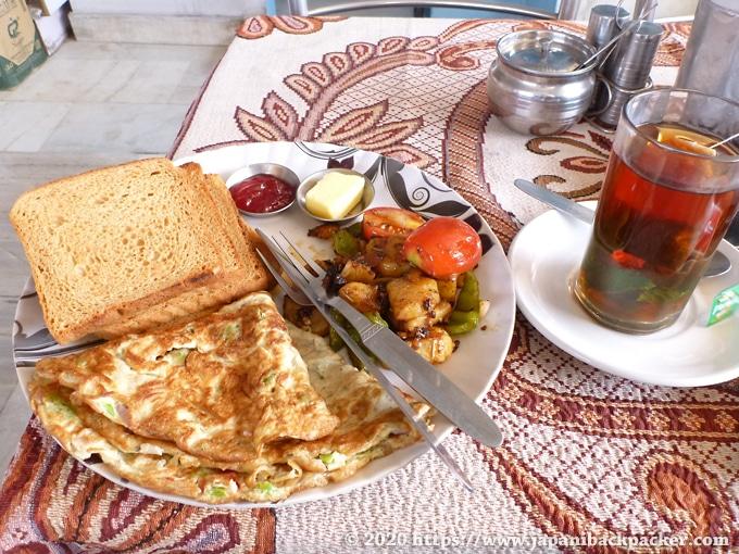 デリーの食堂 朝食セット