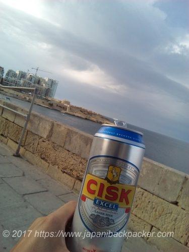 マルタ島の海とビール