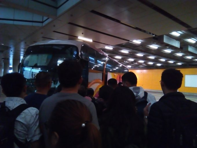 香港空港中国行きバス乗り場