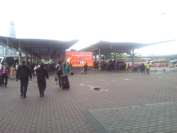 深セン国境のバスターミナル