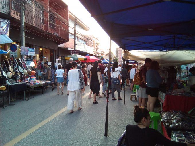 チェンマイのWualai通りサタデーマーケット