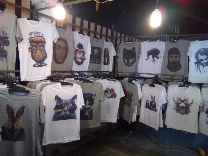 チェンマイのサタデーマーケットTシャツや