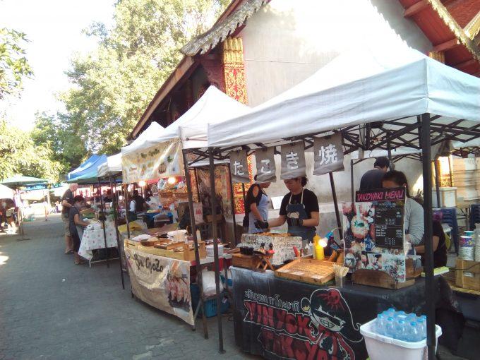 チェンマイのサンデーマーケットのたこ焼き屋