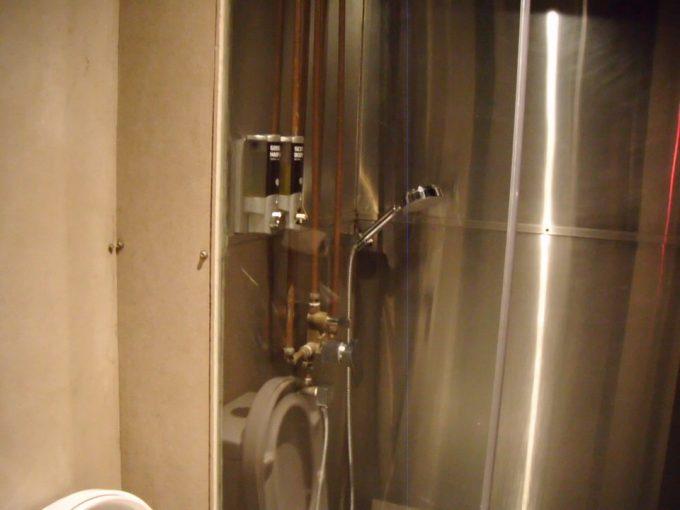 カプセル バイ コンテナホテルのシャワー