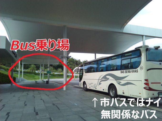 ブルネイ空港のバス乗り場