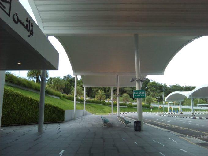 ブルネイのバス乗り場