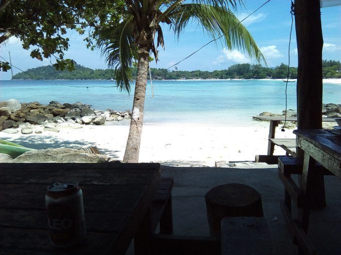 リペ島パタヤビーチのネイビーバー