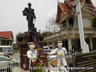 ワットバーンガジャオノークの像
