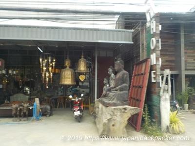 チェンマイの家具屋