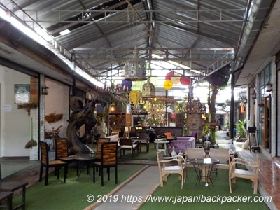 バーンタワイ村の店