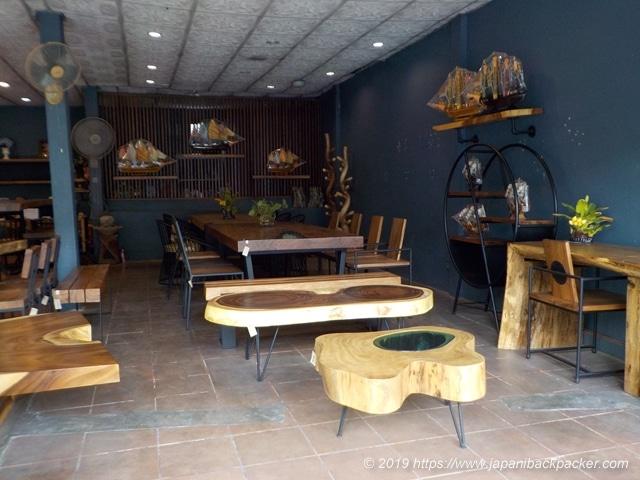 バーンタワイの家具屋