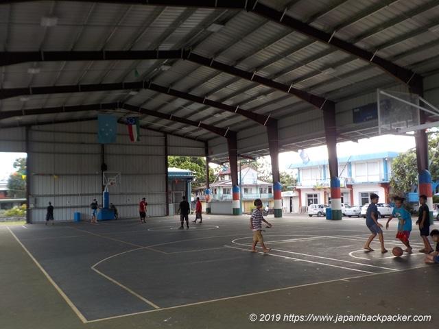 ポンペイ島コロニアの体育館