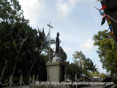 ポンペイ島コロニアの慰霊像