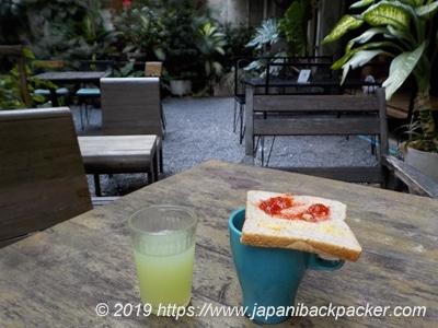 イム ヤム ホステル&ガーデンの朝食