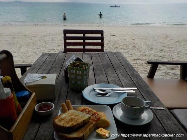 サメット島の朝食