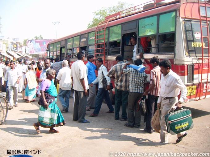 南インドのバス乗り場