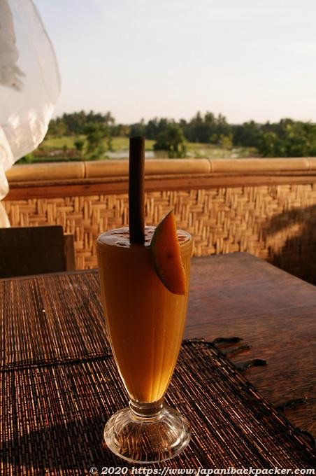 ウブドの田園カフェ マンゴージュース