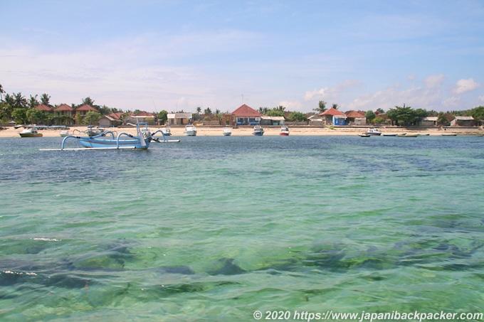 レンボンガン島の港