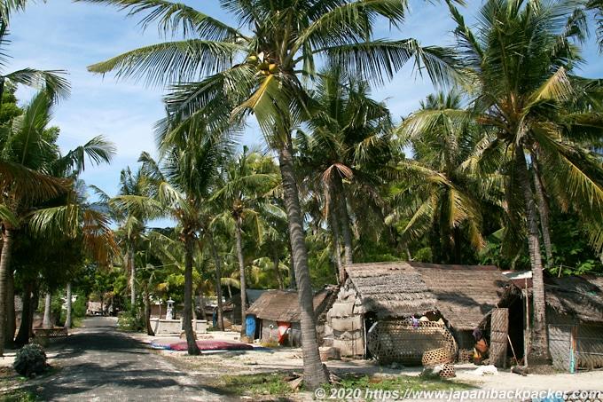 レンボンガン島の民家