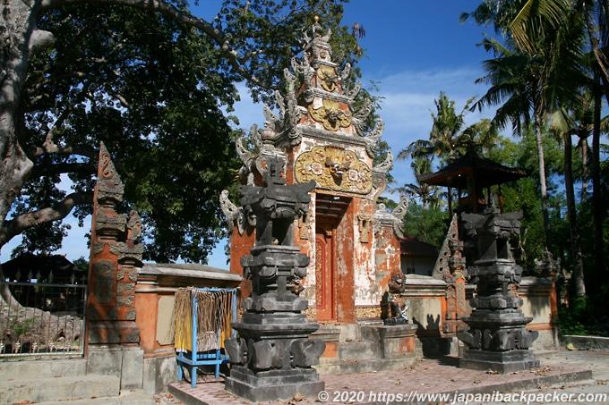 レンボンガン島の寺院