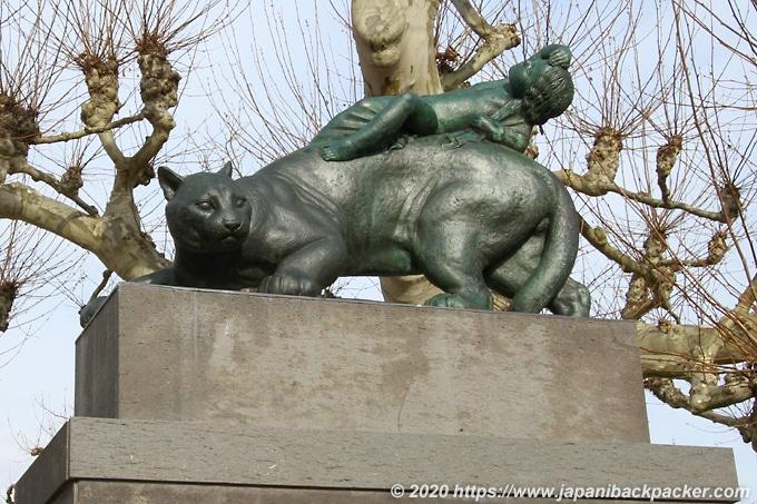 マチルダの丘 Platanenhainの像