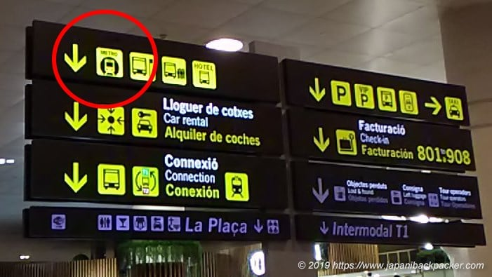 バルセロナ空港の看板