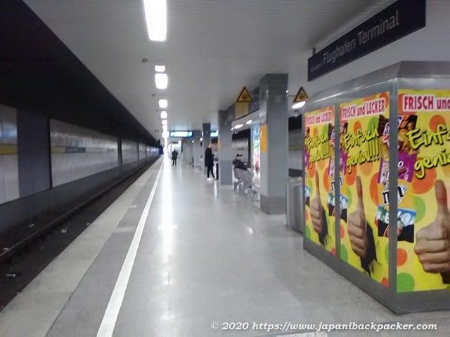 デュッセルドルフ空港ターミナル駅のホーム