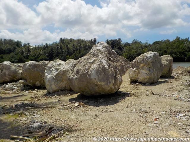 ミクロネシア コロニアのサンゴ岩