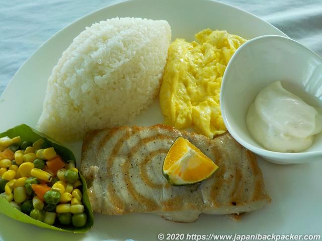 サウスパークホテルの朝食ツナ定食