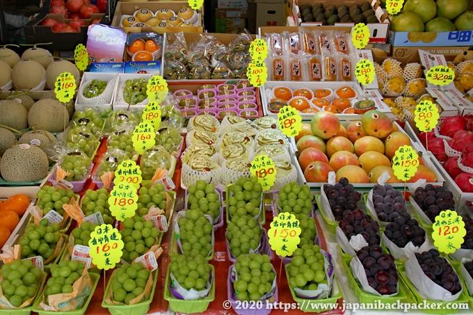 香港の果物市場 日本産の果物が並ぶ