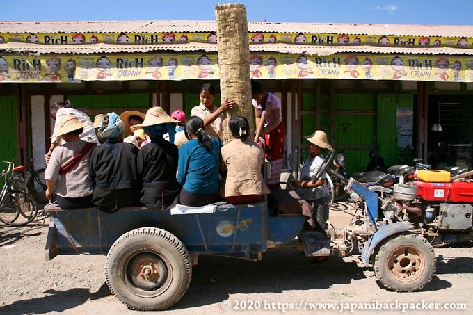 ニャウンシュエ ミンガラー市場 乗合トラック