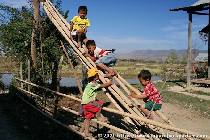 ミャンマー ニャウンシュエの子供達