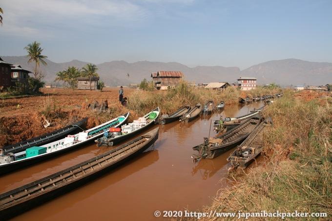 インレー湖 村のボート