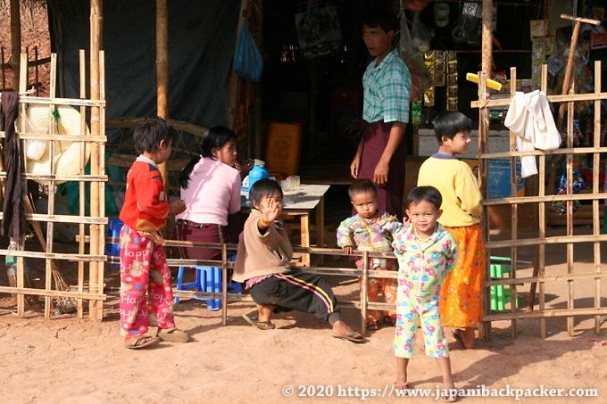 インレー湖 村の子供達