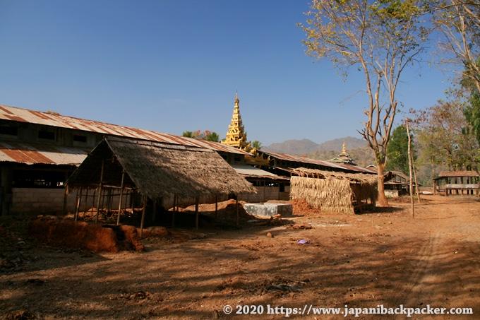 インレー湖の村 寺院