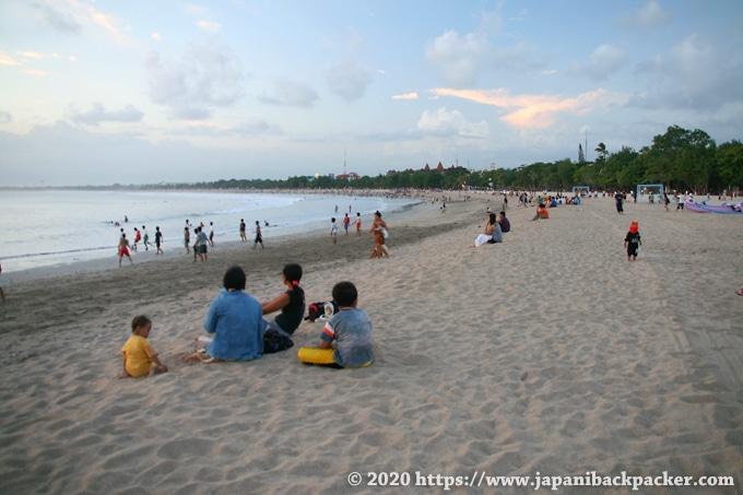 バリ島 夕方のクタビーチ