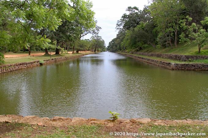 シーギリヤの遺跡 王宮を取り囲む水路