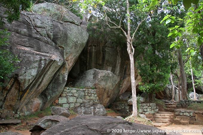 シーギリヤロック入り口周辺の岩