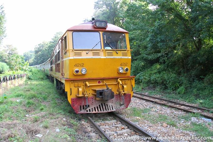 ナムトック駅の列車