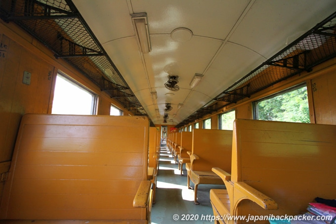 泰緬鉄道の列車内