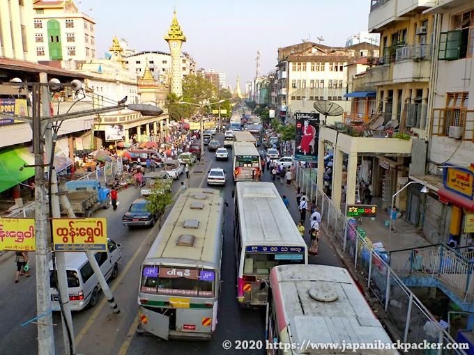ヤンゴン 夕方の交通ラッシュ